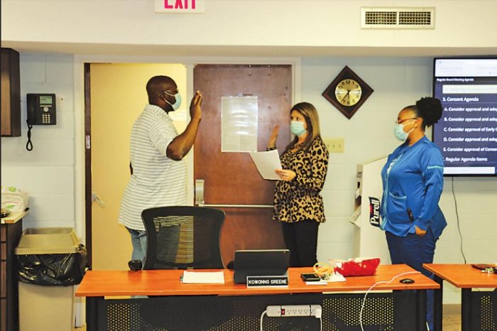 Kowonno Greene sworn in as school board member